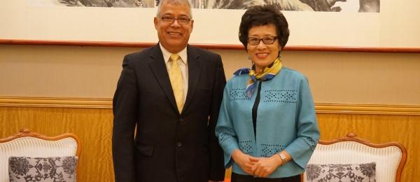 El Cónsul de Colombia en Hong Kong se reunió con la vicecomisionada del Ministerio de Relaciones Exteriores de la República Popular China para la Región Administrativa Especial de Macao