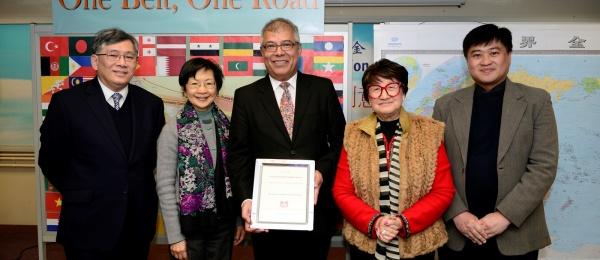 Cónsul en Hong Kong realizó una presentación sobre Colombia y su cultura en la Escuela Secundaria Fundación China