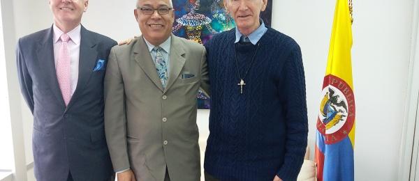 """Sacerdote John Wotherspoon dialogó con el Cónsul de Colombia en Hong Kong sobre la campaña """"No más mulas"""""""