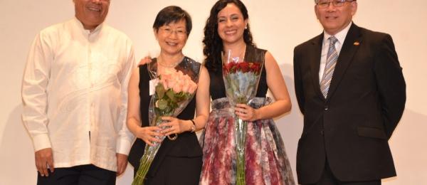 El Cónsul de Colombia en Hong Kong y la violonchelista colombiana participaron en el concierto organizado por la Escuela Secundaria Fundación